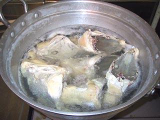 01水炊き鳥鍋スープとり.jpg