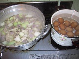 03名古屋鍋玉子を煮る.jpg