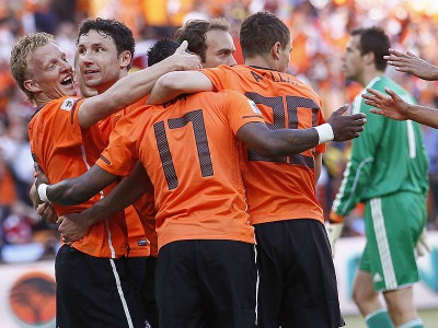 s_Dirk-Kuyt-Holland-World-Cup-2010-Group-E-3_2465525