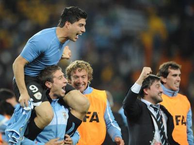s_Uruguay-v-Ghana-Luis-Suarez-shoulders_2473481