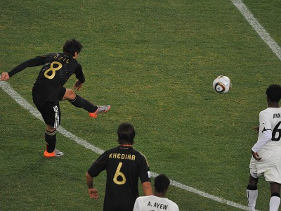s_Mesut-Ozil-Goal-Ghana-v-Germany_2469619