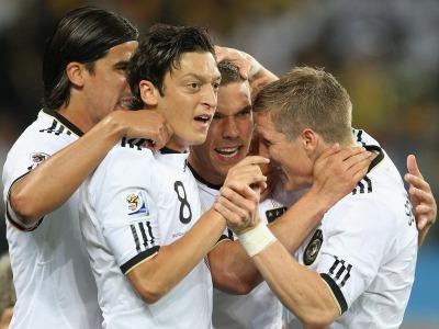 s_Ger-v-Aus-7-Germany-celebrate-Podolski_2465193