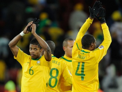 s_Bra-v-NK-24-Brazil-applause_2466160