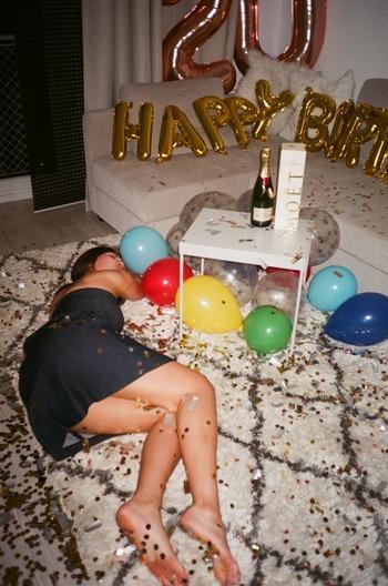 酔い潰れた女性