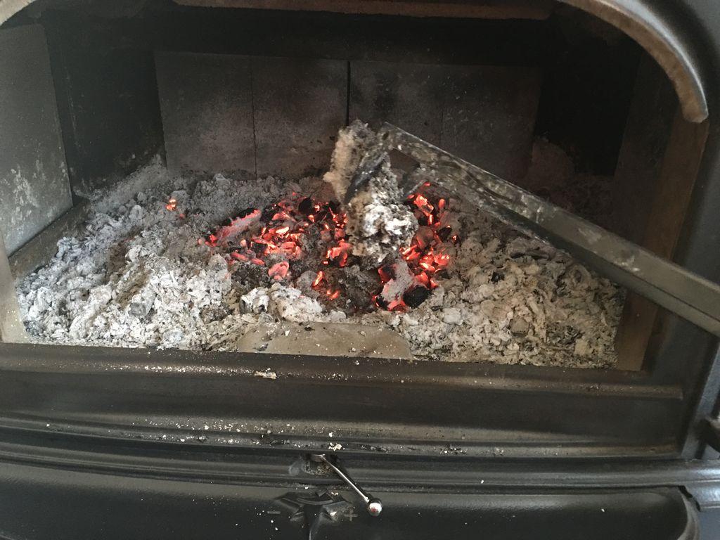 鉄板グレードと燠火 : 釣りと薪ストーブの生活