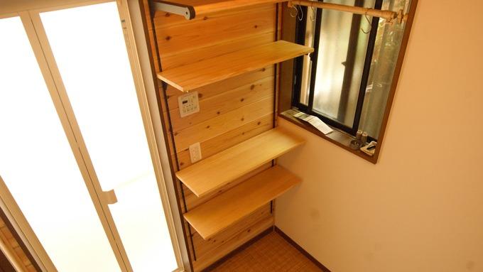 脱衣室無垢の木の収納 - コピー