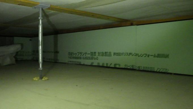 玄関框床下