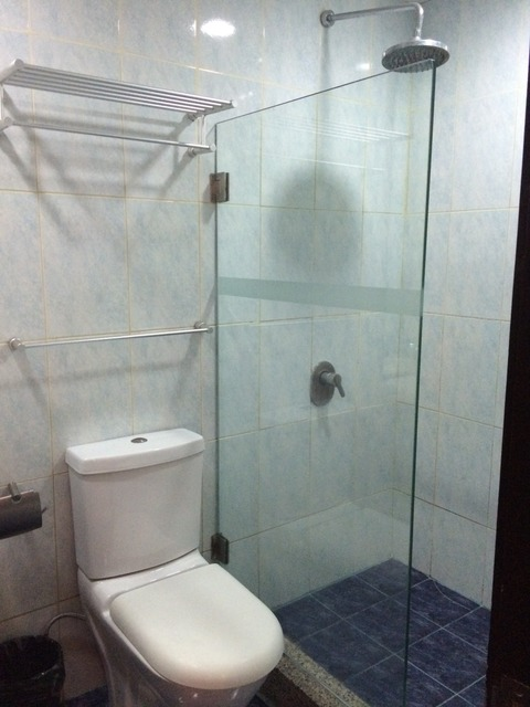 orchard-cebu-hotel-suite_shower