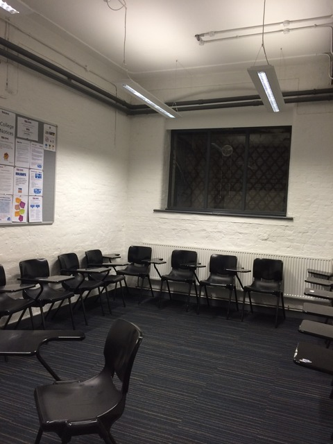 Oxford House College_classroom