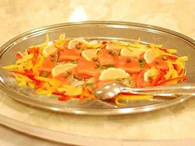 スモークサーモンと彩りサラダ