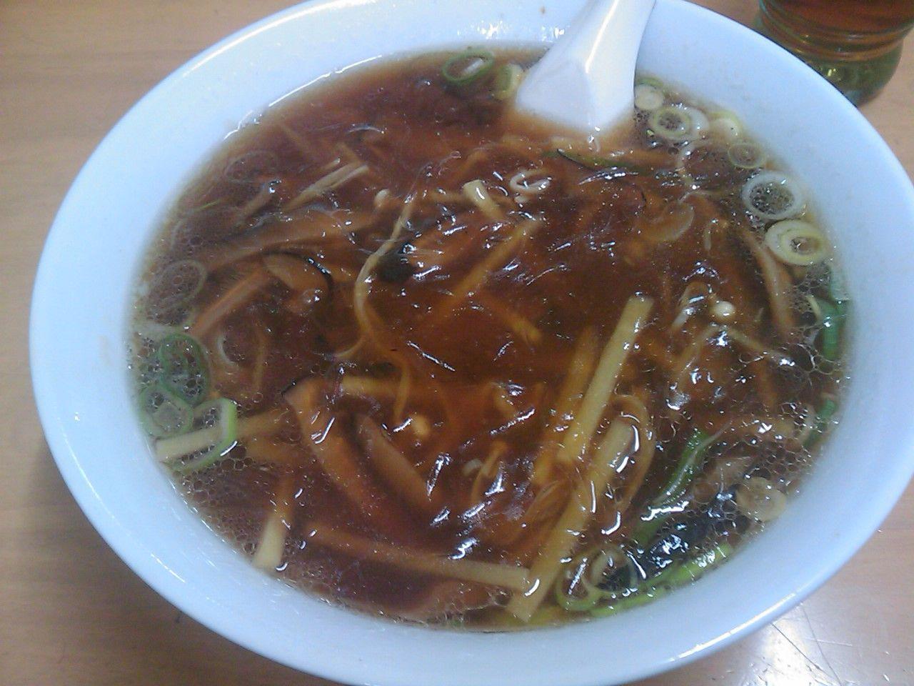 中華料理 金&#37995;昌(きんしんしょう) フカヒレラーメン 1100円      <br> 確かに単調な味ではあるものの、独特のスープの香料の香りある味が面白い。このラーメンも嫌いじゃない。