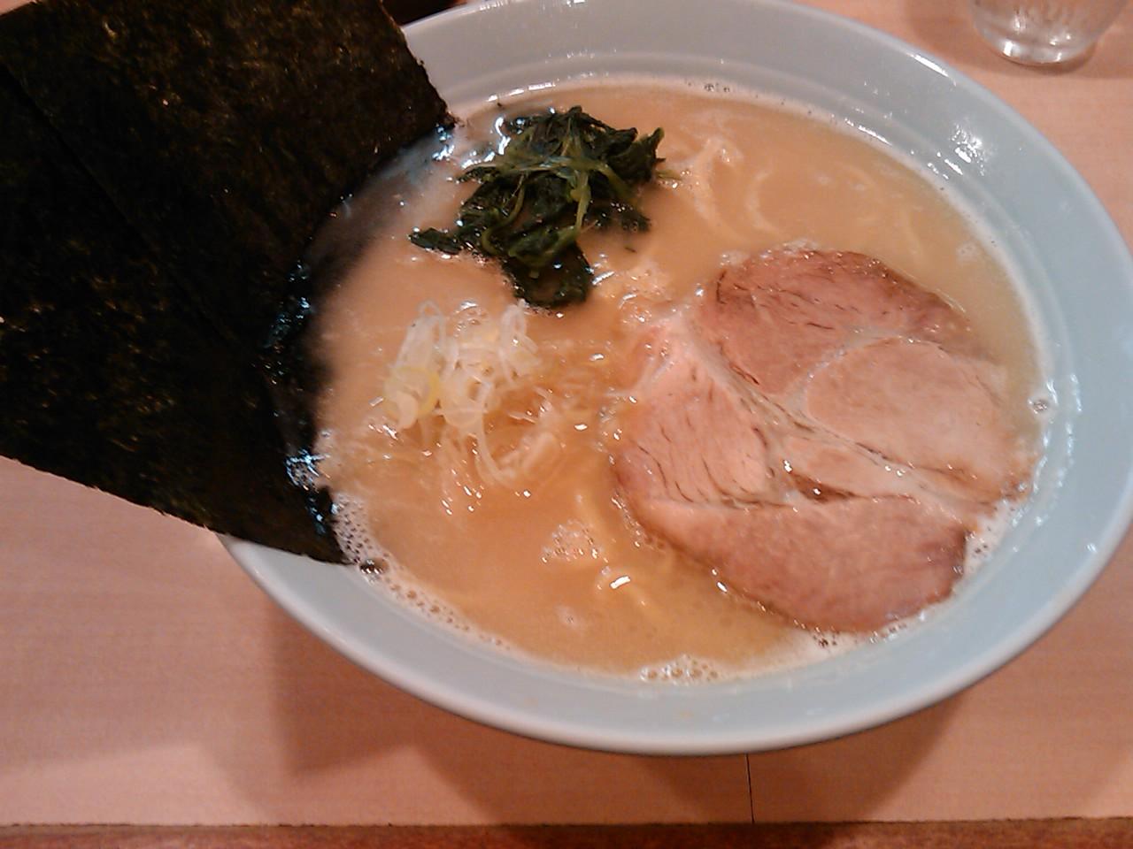 らあめん工房 雪濃湯 牛骨 元味 680円<br> この濃厚なスープは好みを左右する感じもあるが、自分的にはなかなか気に入った感じがする。