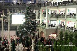 サッポロファクトリーでジャンボクリスマスツリーの点灯式開催