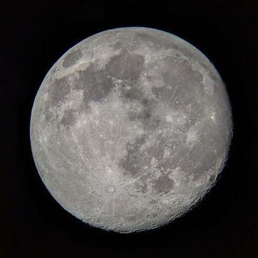 アメリカからみた満月