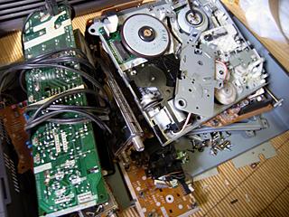 ビデオデッキも壊せば一般ゴミ