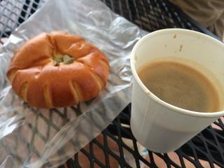 かぼちゃあんぱんとコーヒー