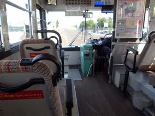 越後交通のバスは床が木です