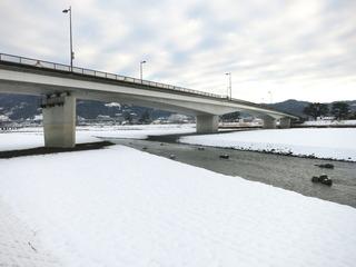 雪の足柄大橋