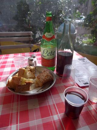 ワインとペリエとパン