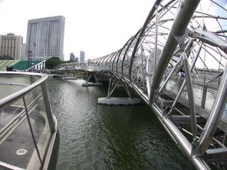 雨上がりのヘリックスブリッジ