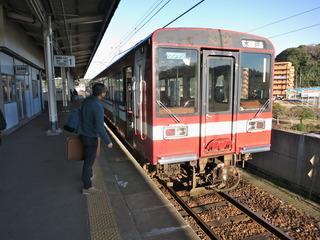 鹿島神宮駅到着、向かいには鹿島臨海鉄道
