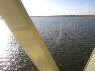 利根川を渡る