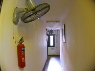 宿の廊下では扇風機