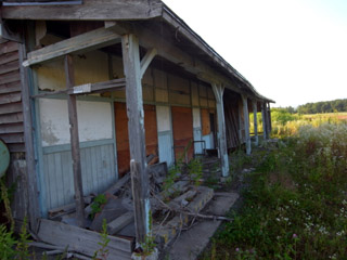 鷹泊駅ホーム