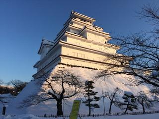 雪の若松城