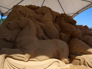 砂の彫刻馬