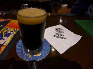 黒ビールクピクピ