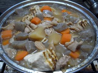 鍋いっぱいのもつ煮込み