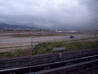 MRTから松山空港を望む