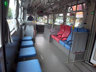 きれいなシャトルバス