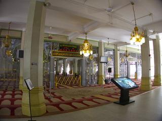 モスク内部お祈り時間が表示