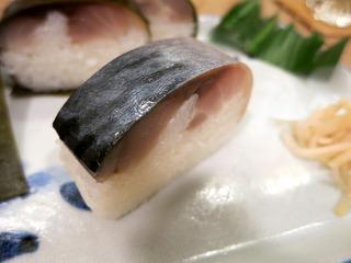 光る鯖寿司