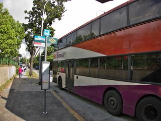 路線バスでジュロンバードパークへ