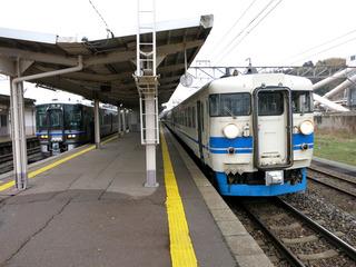 津幡駅で乗り換え