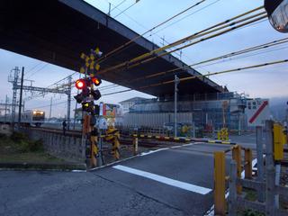 線路側の橋がかかりました