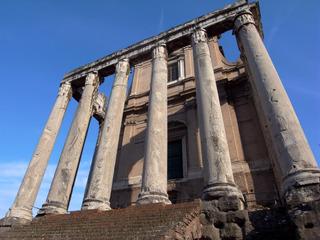 アントニヌスとファウスティーナの神殿