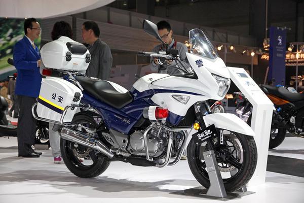 040813-suzuki-gw250s-police
