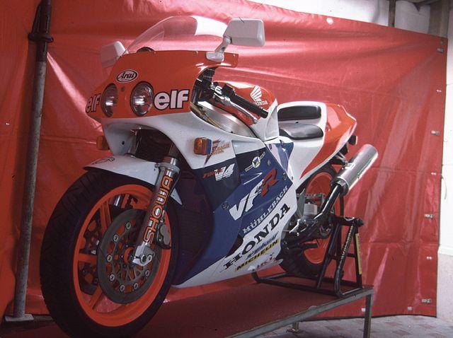 640px-Honda_VFR750R_4