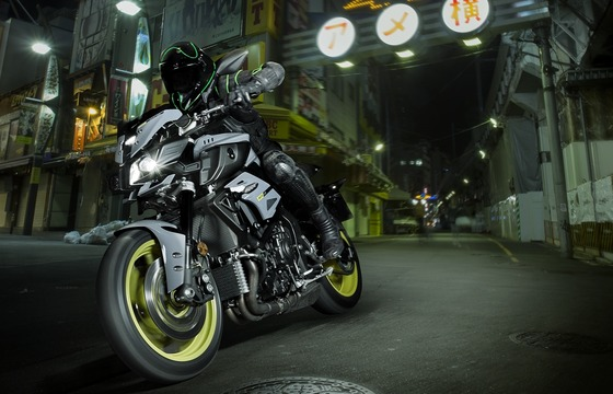 2016-Yamaha-MT-10_tri