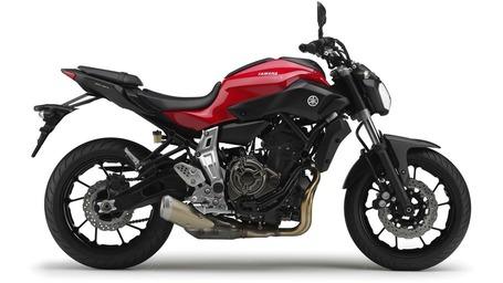 2014-Yamaha-MT-07-EU-Racing-Red-Studio-002