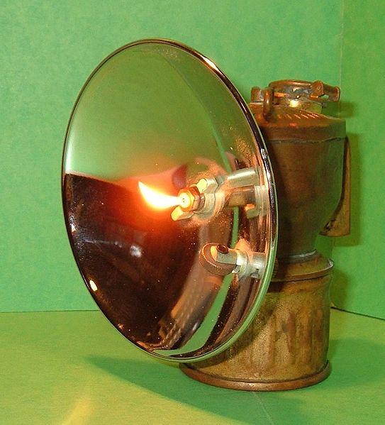 Carbide_lamp_lit