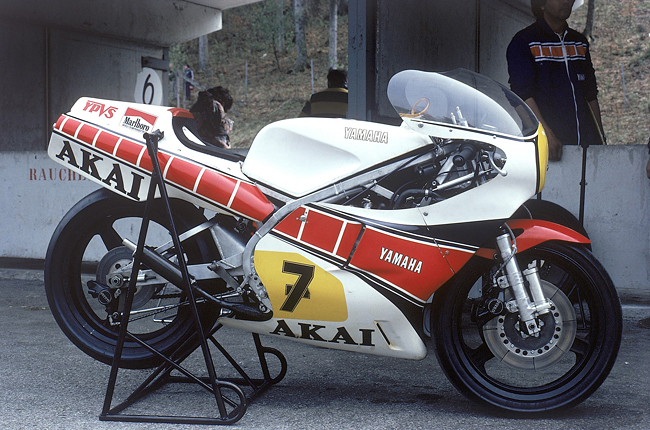 pic_gallery_yzr500_0w53_01