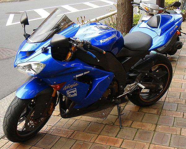750px-Kawasaki_ZX-10R_2004_blue