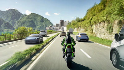 カワサキがボッシュの開発したバイク向け先進運転支援システム搭載モデルを2021年より販売