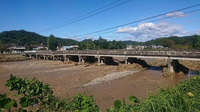台風でそこそこ被害があった地域だけど今日撮った写真を貼る