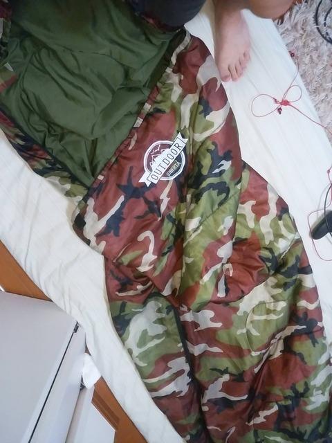 明日キャンプで1泊するんだけど三千円の寝袋しかないけど大丈夫かな?